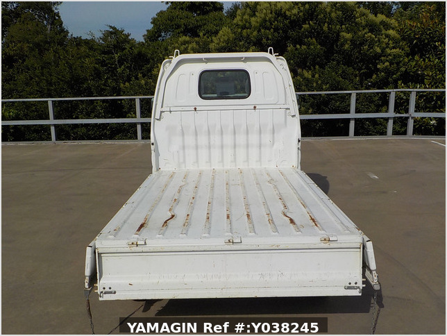 It is a picture of the white suzuki carry truck in 2001,Sub Photo 4 Stock No.Y038245