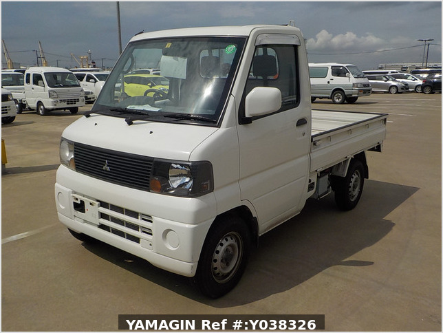 It is a picture of the white mitsubishi minicab truck in 2004,Sub Photo 1 Stock No.Y038326