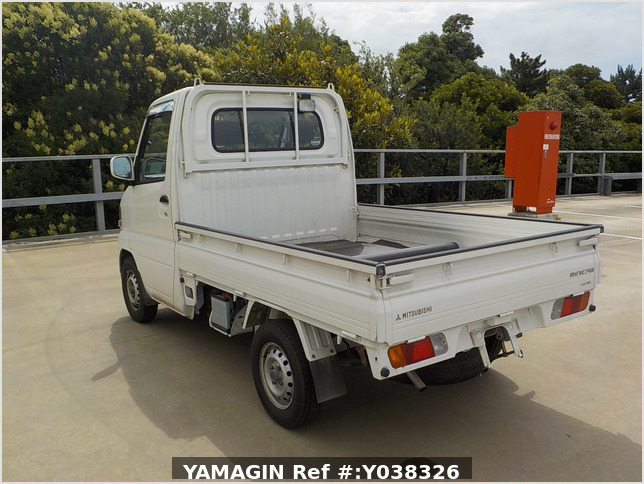 It is a picture of the white mitsubishi minicab truck in 2004,Sub Photo 3 Stock No.Y038326