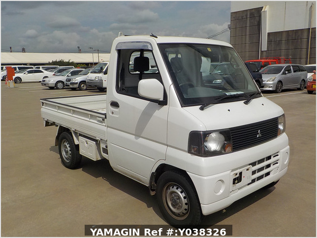 It is a picture of the white mitsubishi minicab truck in 2004,Sub Photo 0 Stock No.Y038326