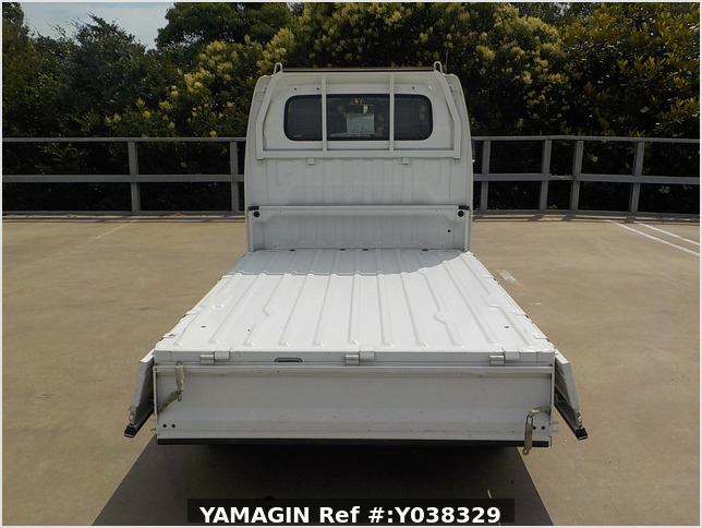 It is a picture of the white suzuki carry  truck in 2002,Sub Photo 4 Stock No.Y038329