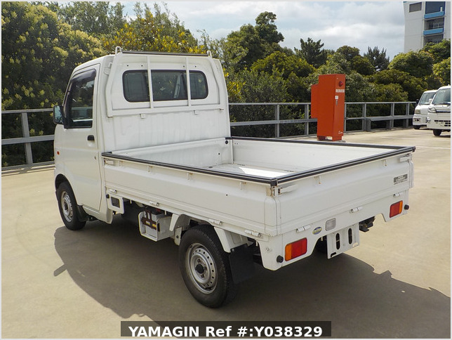 It is a picture of the white suzuki carry  truck in 2002,Sub Photo 3 Stock No.Y038329