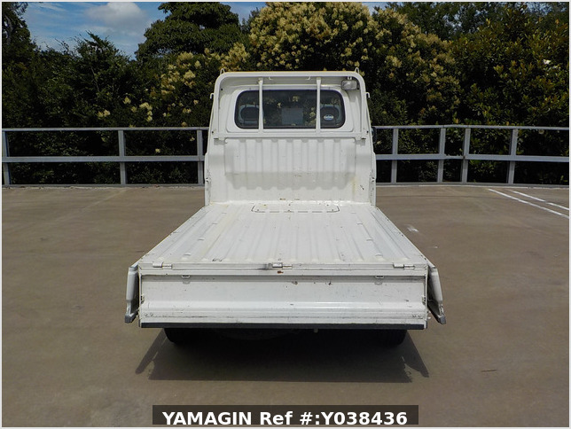 It is a picture of the white daihatsu hijet  truck in 2005,Sub Photo 4 Stock No.Y038436