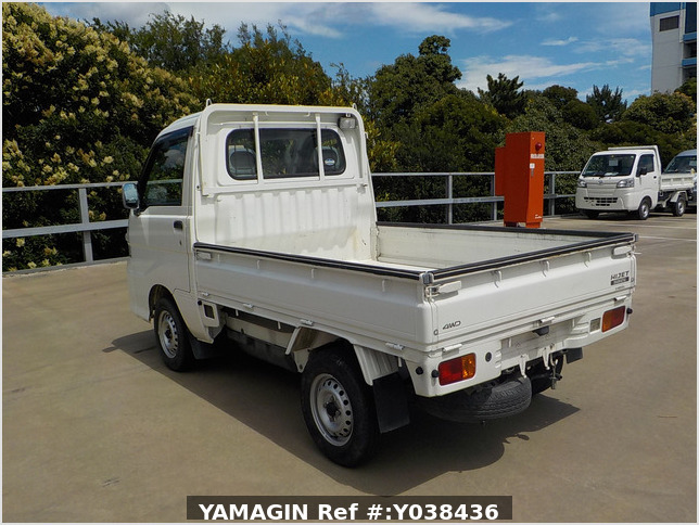 It is a picture of the white daihatsu hijet  truck in 2005,Sub Photo 3 Stock No.Y038436