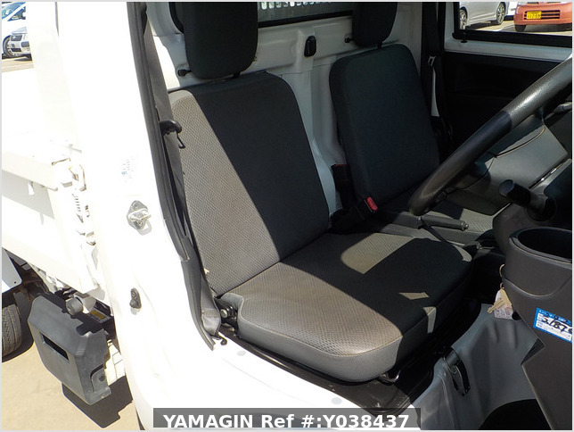 It is a picture of the white daihatsu hijet  dump in 2016,Sub Photo 13 Stock No.Y038437