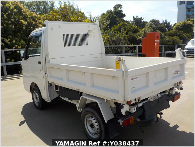 It is a picture of the white daihatsu hijet  dump in 2016,Sub Photo 4 Stock No.Y038437
