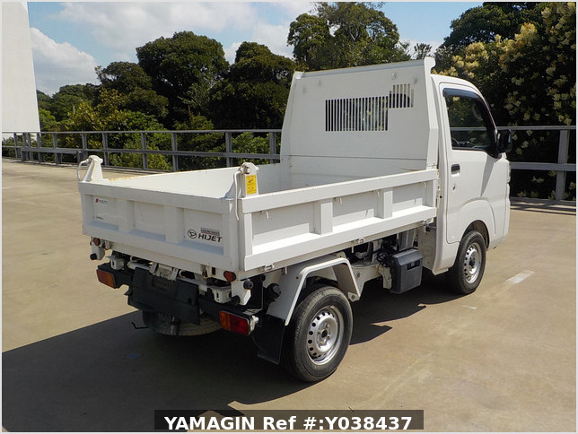 It is a picture of the white daihatsu hijet  dump in 2016,Sub Photo 3 Stock No.Y038437