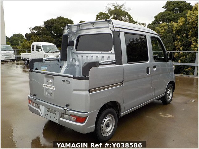 It is a picture of the silver daihatsu hijet deck van in 2019,Sub Photo 3 Stock No.Y038586