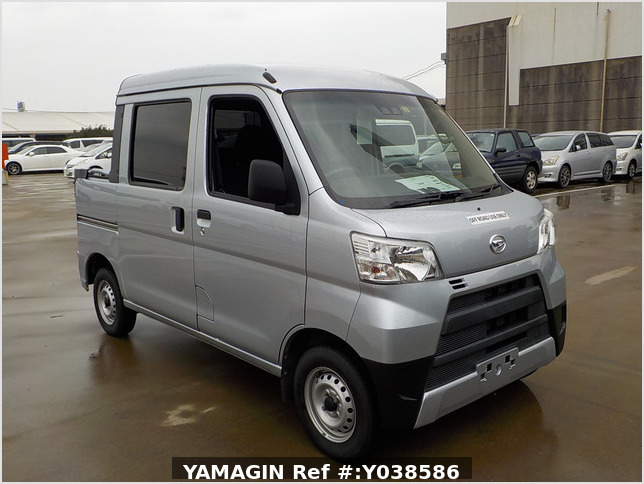 It is a picture of the silver daihatsu hijet deck van in 2019,Sub Photo 0 Stock No.Y038586