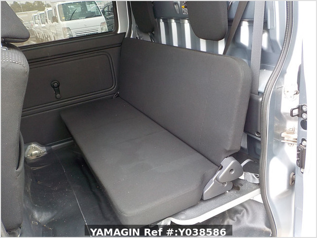 It is a picture of the silver daihatsu hijet deck van in 2019,Sub Photo 7 Stock No.Y038586