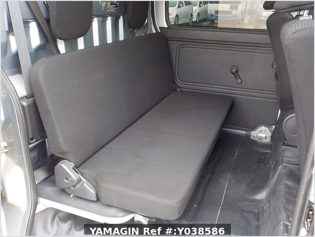 It is a picture of the silver daihatsu hijet deck van in 2019,Sub Photo 8 Stock No.Y038586