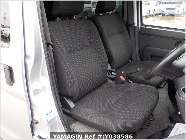 It is a picture of the silver daihatsu hijet deck van in 2019,Sub Photo 5 Stock No.Y038586