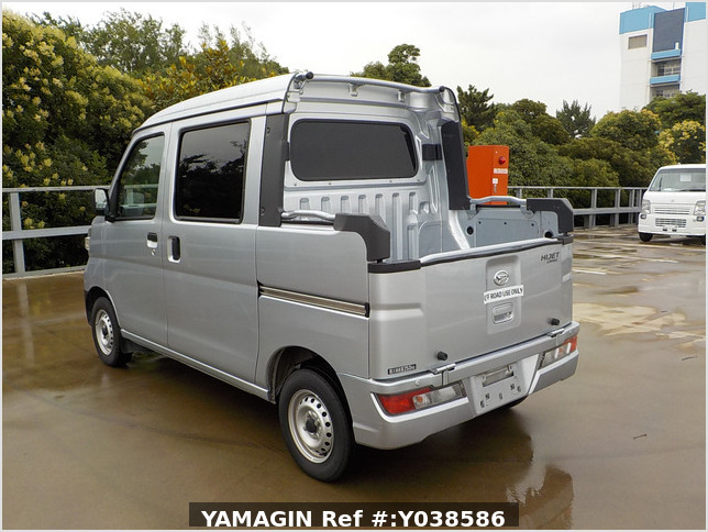 It is a picture of the silver daihatsu hijet deck van in 2019,Sub Photo 2 Stock No.Y038586