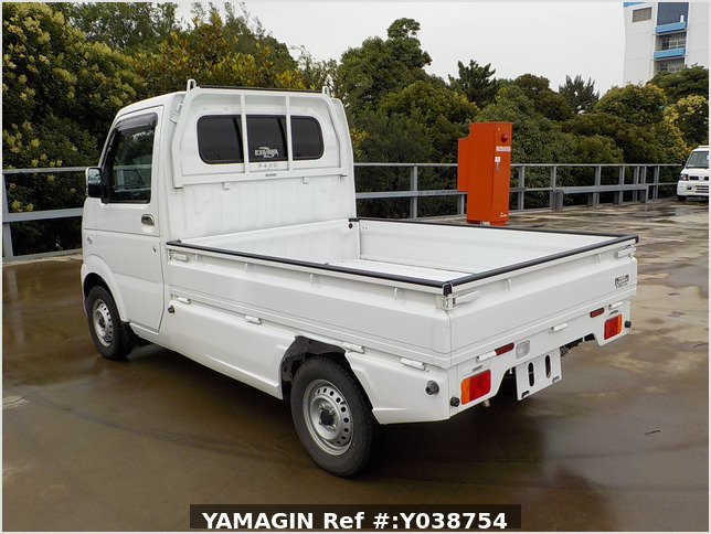 It is a picture of the white suzuki carry truck in 2013,Sub Photo 2 Stock No.Y038754