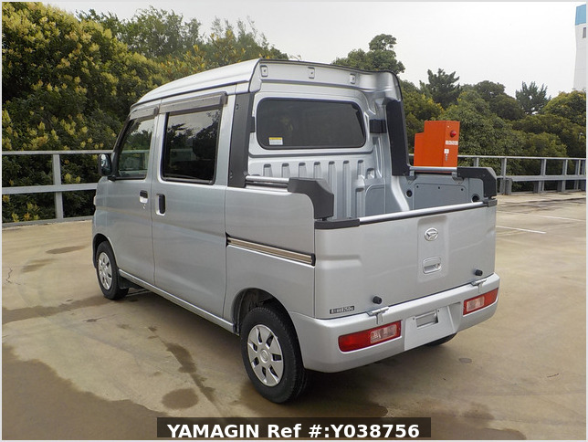 It is a picture of the silver daihatsu hijet deck van in 2013,Sub Photo 2 Stock No.Y038756