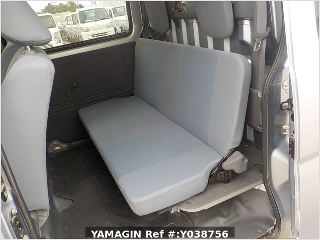 It is a picture of the silver daihatsu hijet deck van in 2013,Sub Photo 8 Stock No.Y038756