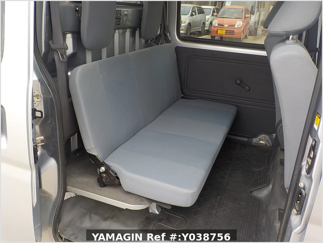 It is a picture of the silver daihatsu hijet deck van in 2013,Sub Photo 7 Stock No.Y038756