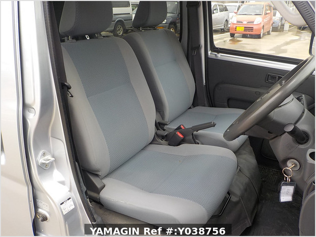 It is a picture of the silver daihatsu hijet deck van in 2013,Sub Photo 5 Stock No.Y038756