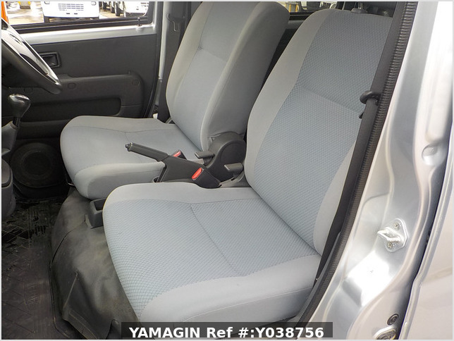 It is a picture of the silver daihatsu hijet deck van in 2013,Sub Photo 6 Stock No.Y038756