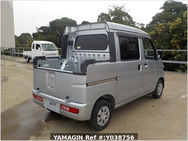 It is a picture of the silver daihatsu hijet deck van in 2013,Sub Photo 3 Stock No.Y038756