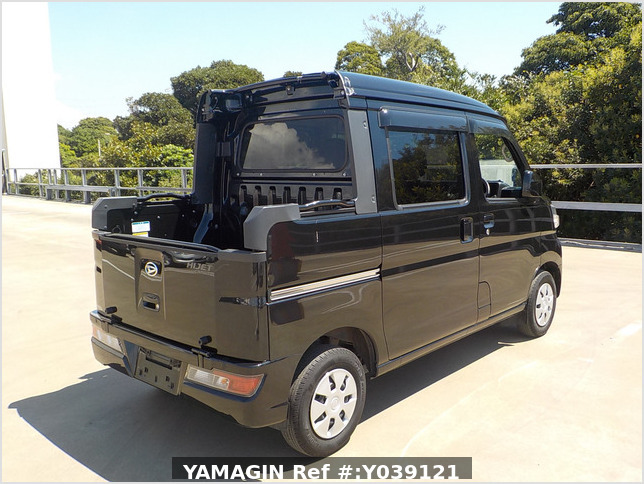 It is a picture of the black daihatsu hijet deck van in 2020,Sub Photo 3 Stock No.Y039121