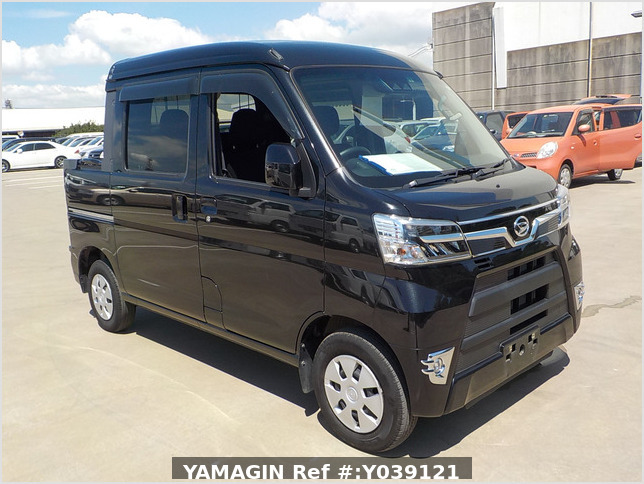 It is a picture of the black daihatsu hijet deck van in 2020,Sub Photo 0 Stock No.Y039121