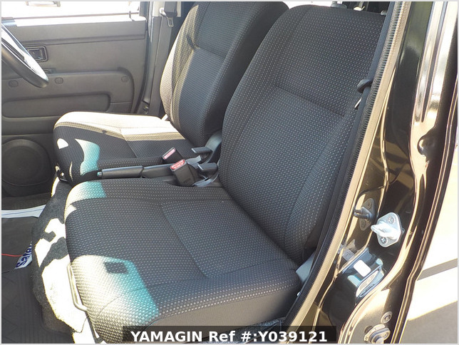 It is a picture of the black daihatsu hijet deck van in 2020,Sub Photo 8 Stock No.Y039121