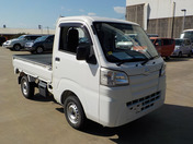 It is a picture of the white daihatsu hijet truck in 2015,First Photo Stock No.Y040378