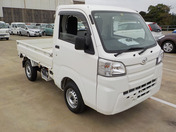 It is a picture of the white daihatsu hijet truck in 2015,First Photo Stock No.Y040619